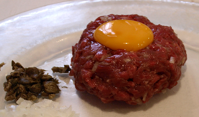comer steak tartar en Alicante
